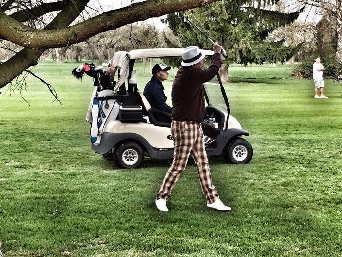 Alice Cooper spielt Golf